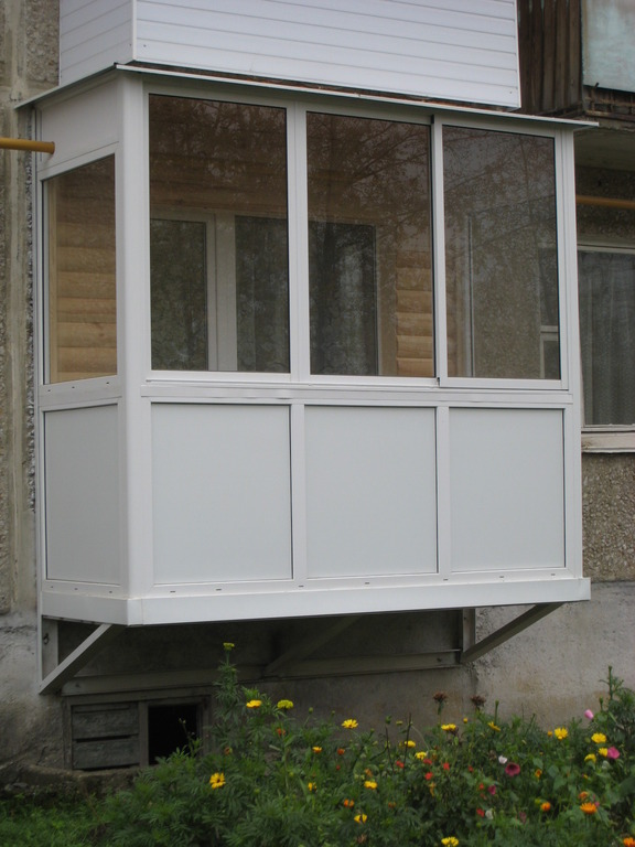 Балкон на первом..
